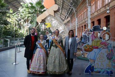 Las Fallas de València se 'plantan' en la estación de Atocha