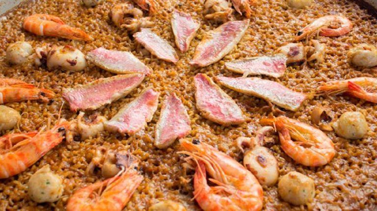 Cullera se llena de arroz y paellas para celebrar su tradicional concurso gastronómico